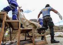 Massgrav för offer av tyfonen Haiyan i Filippinerna Arkivfoto