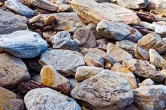 Massi dell'arenaria sulla spiaggia immagini stock libere da diritti