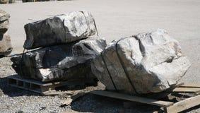 Massi di pietra per i progetti Landscapping Immagine Stock Libera da Diritti