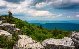 Massi e vista orientale delle montagne appalachiane dall'orso Immagini Stock Libere da Diritti