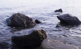 Massi nell'acqua natura, geologica fotografie stock libere da diritti