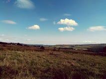 Massi rocciosi degli affioramenti e pareti di pietra in Yorkshire fotografia stock