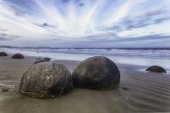 Massi Spheric di Moeraki sulla costa orientale della Nuova Zelanda Fotografie Stock