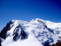 Massiccio della montagna di Mont Blanc Paesaggio del picco di montagna della neve un'altitudine di 4810 m. Immagini Stock Libere da Diritti