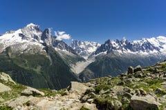 Massiccio di Mont Blanc un giorno soleggiato a giugno alpi Immagine Stock
