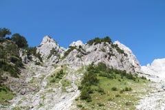 Massief van heuvels in Jezerce, Noord-Albanië Stock Afbeelding