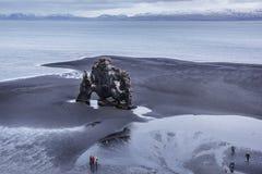 Massieve de Olifantsklip van IJsland ` s op het Eiland Heimaey in Zuidelijk IJsland stock afbeelding