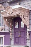 Massieve deur van het oude gebouw Royalty-vrije Stock Afbeeldingen