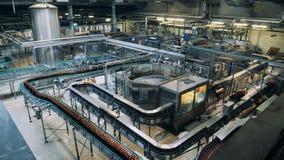 Massieve eenheid van een distilleerderijfabriek met machines stock footage