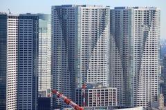 Massieve flatgebouwen stock foto
