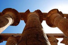 Massieve kolommen bij Tempel Luxor in Egypte. Royalty-vrije Stock Fotografie