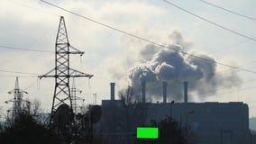 Massieve lossing van fabriekspijpen stock videobeelden