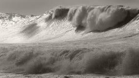 Massieve Waimea-onweersbranding royalty-vrije stock foto's