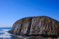 Massiv, Felsen mit Salznebel am Yaquina Kopf lizenzfreies stockfoto