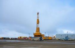 Massiv utrustning som används i denborrande affären i arktisken Arkivfoto