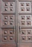 Massiva kyrkliga dörrar Fotografering för Bildbyråer