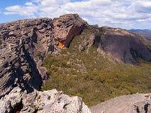 Massive Sandstein-Klippe Lizenzfreies Stockbild