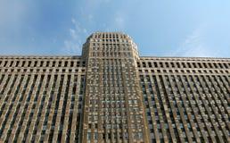 Massiver Wolkenkratzer Stockbild