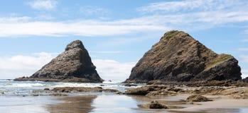 Massivt vagga bildande på kusten fotografering för bildbyråer