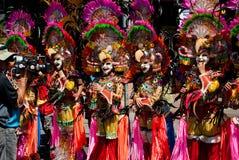 Masskara节日街道舞蹈面对vid的游行参加者 免版税图库摄影