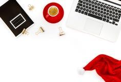 Massmedia för lägenhet för bok för anmärkning för kaffe för bärbar dator för kontorsskrivbord lekmanna- socialt royaltyfria foton