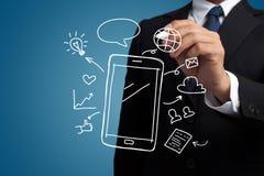 Massmedia för smartphone och för samkväm för attraktion för hand för affärsman royaltyfri foto