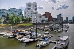 Massmedia härbärgerar med Neuer Zollhof byggnader i Dusseldorf, Tyskland Fotografering för Bildbyråer