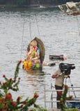 Massmedia som täcker Nimajjan av Lord Ganesh, Indien Royaltyfri Fotografi