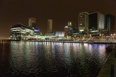 Massmediastad på natten Royaltyfri Fotografi