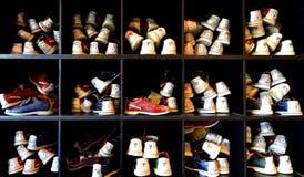 Massor av bowlingskor Royaltyfri Foto