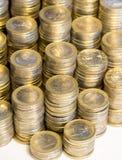 Massor av euromynt Arkivfoton