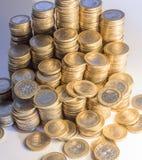 Massor av euromynt Arkivfoto