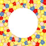 Massor av färgrika blommor och stor rund textask Royaltyfri Bild