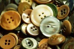 Massor av gamla knappar för mode royaltyfria bilder