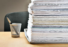 Massor av skrivbordsarbete framåt Royaltyfria Foton