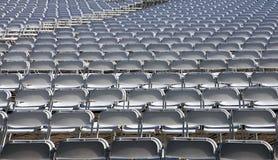 Massor av vita stolar Fotografering för Bildbyråer