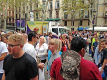 Massturism i Barcelona, Spanien Arkivbilder