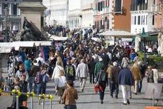 Massturism i venice, Italien Royaltyfri Foto