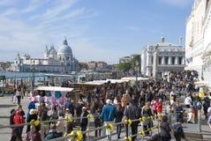Massturism i venice, Italien Royaltyfria Bilder