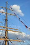 Mast och flaggor Royaltyfri Bild