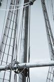 Mast, Optuigen en Kabels van oude varende boot Stock Foto