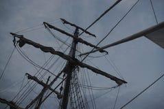 Mast van een varend schip stock foto's