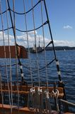 Mast, yardarms, Takelung und Segel Stockfoto