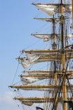 Maste der hohen Segelnlieferungen Stockfoto