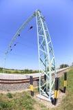 Maste durch eine Bahnstrecke Stockfoto