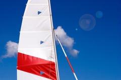 Maste und Segel lizenzfreie stockbilder