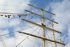 Maste und Takelung eines Segelschiffs Stockfotos