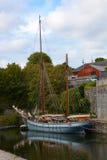 2 masted парусное судно в Charlestown, Англии Стоковые Изображения