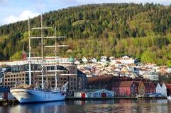 3-masted шхуна состыковала в гавани, Бергене Норвегии Стоковое Изображение RF