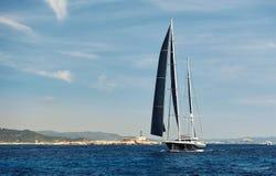 2-masted яхта в Средиземном море Стоковые Изображения